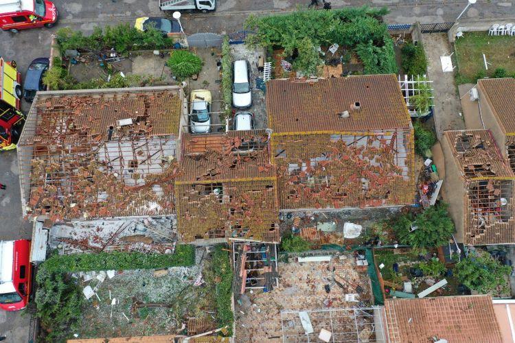 Al menos cinco heridos tras el paso de un potente tornado en la ciudad de Arlés (Francia)