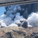 Gran erupción del volcán en isla White causa al menos 5 muertos y 20 heridos (Nueva Zelanda)