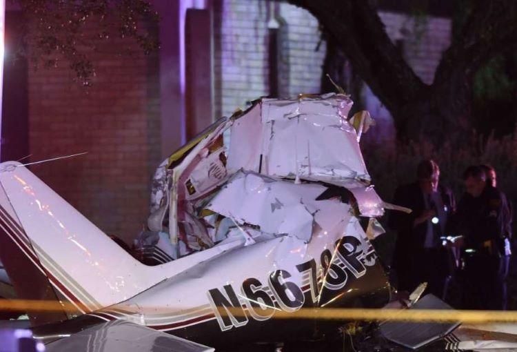 Avión se estrella durante aterrizaje de emergencia en San Antonio. Texas.