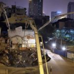 Socavón enorme se abre repentinamente en una concurrida calle en China