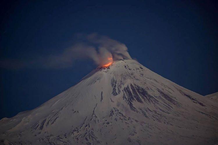 Advertencia de erupción del volcán Avachinsky en Kamchatka (Rusia).