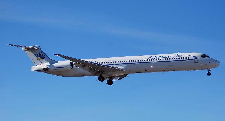 Aterrizaje de emergencia en el aeropuerto Blue Grass, con más de 144 personas a bordo (Estados Unidos)
