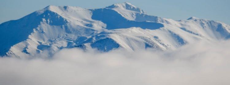Nevada histórica acumula hasta 5 metros (16 pies) de nieve en la cumbre del Monte Hutt, en Canterbury (Nueva Zelanda)